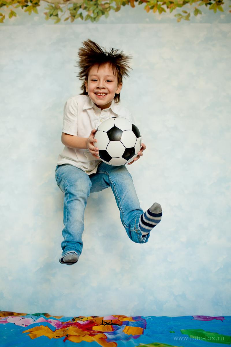 прыгающий ребенок фото