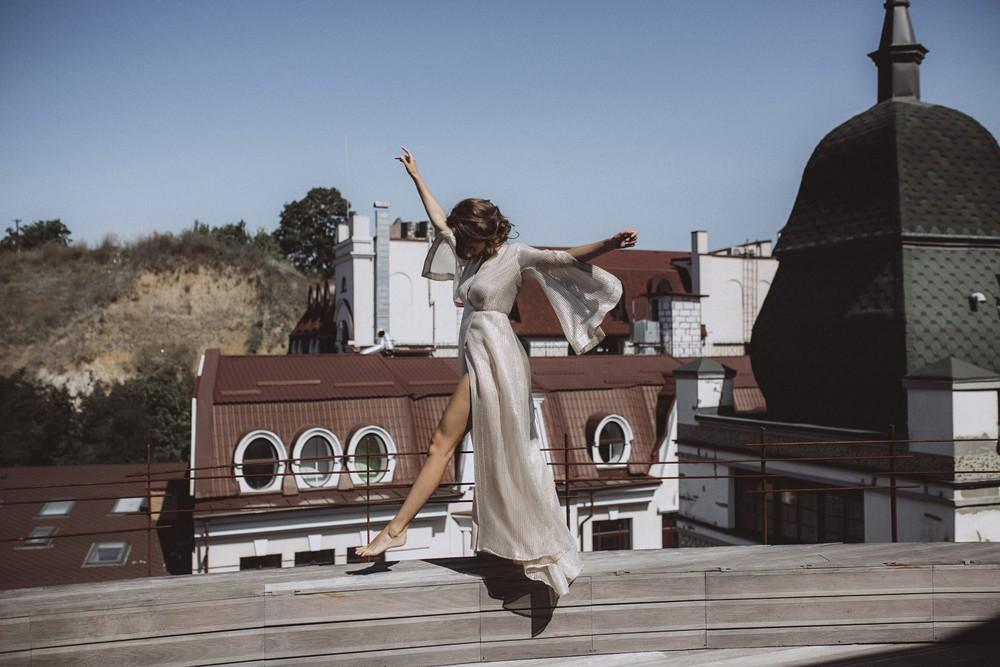 Yuliya. Roof