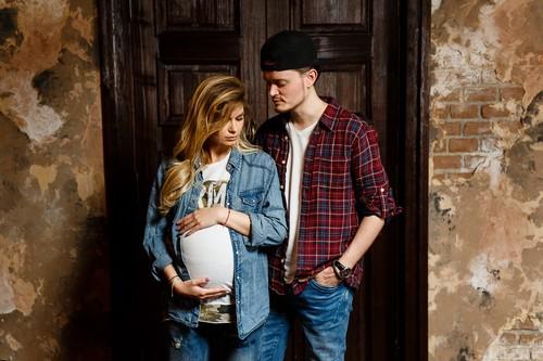 Молодежная съемка беременности