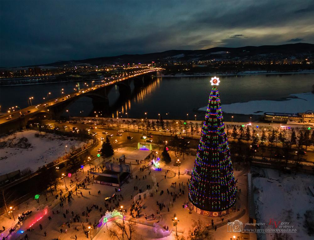 фото Красноярска с высоты квадрокоптер Новый год ёлка праздник Енисей