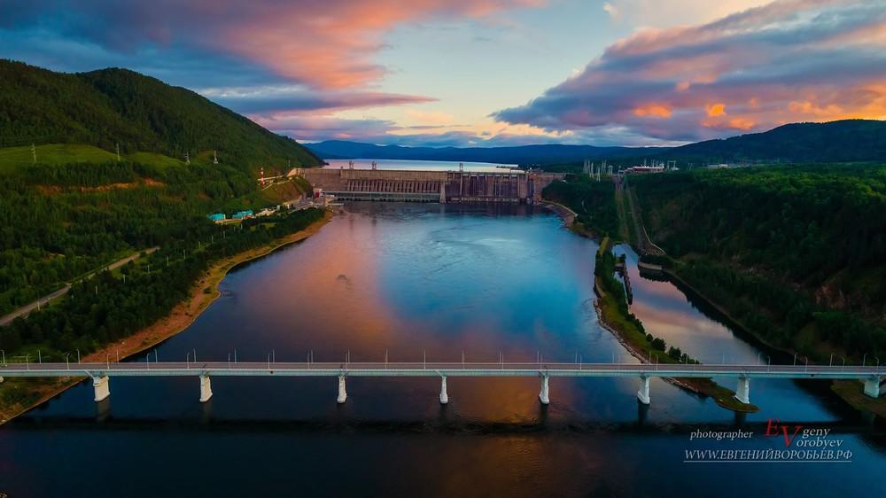 Красноярская ГЭС Гидроэлектростанция съемка с квадрокоптера река Енисей фотограф фотосъемка