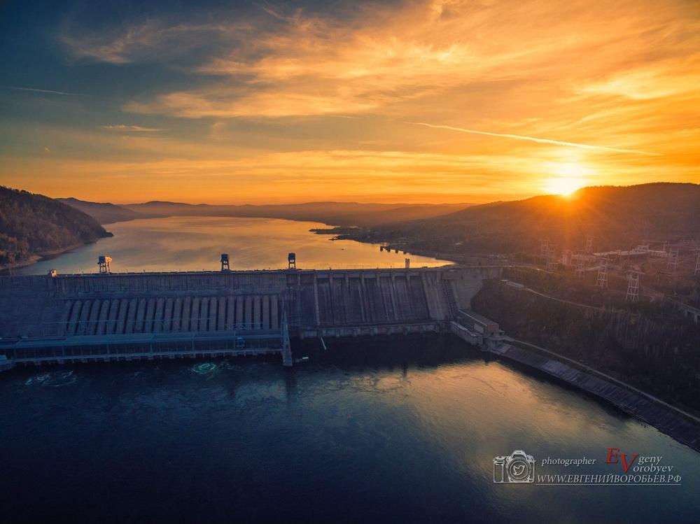 фото Красноярска с высоты квадрокоптер ГЭС Енисей Дивногорск море закат водохранилище