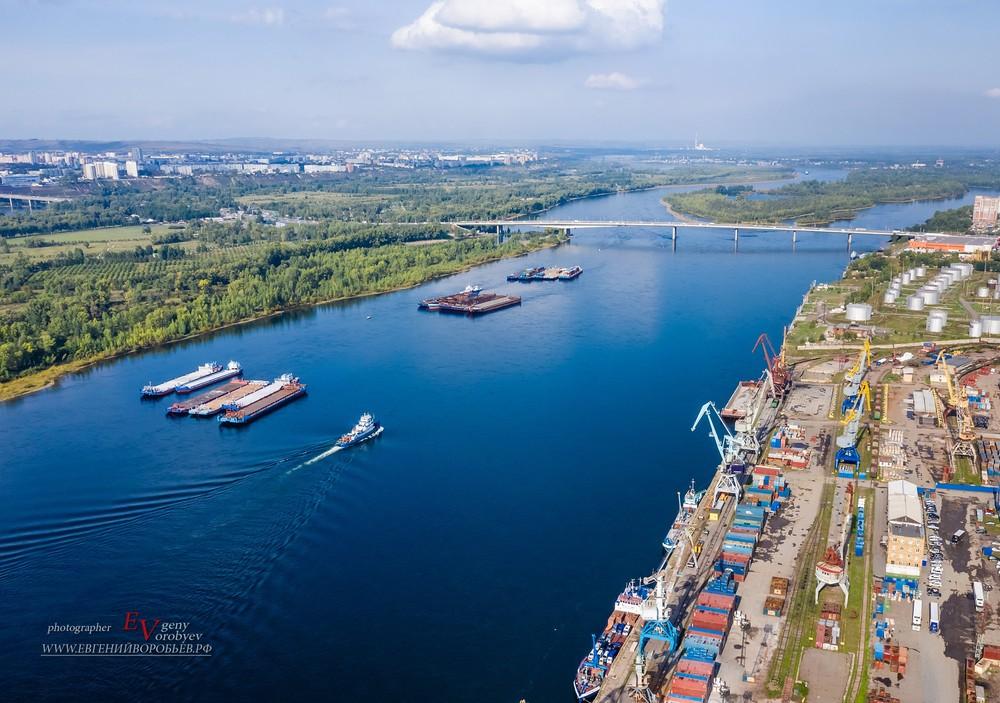 река Енисей Красноярск фото с квадрокоптера порт кран корабль навигация  путешествие мост