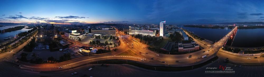Красноярск театральная площадь фотограф аэросъемка квадрокоптер дрон вечерний Енисей мост с высоты