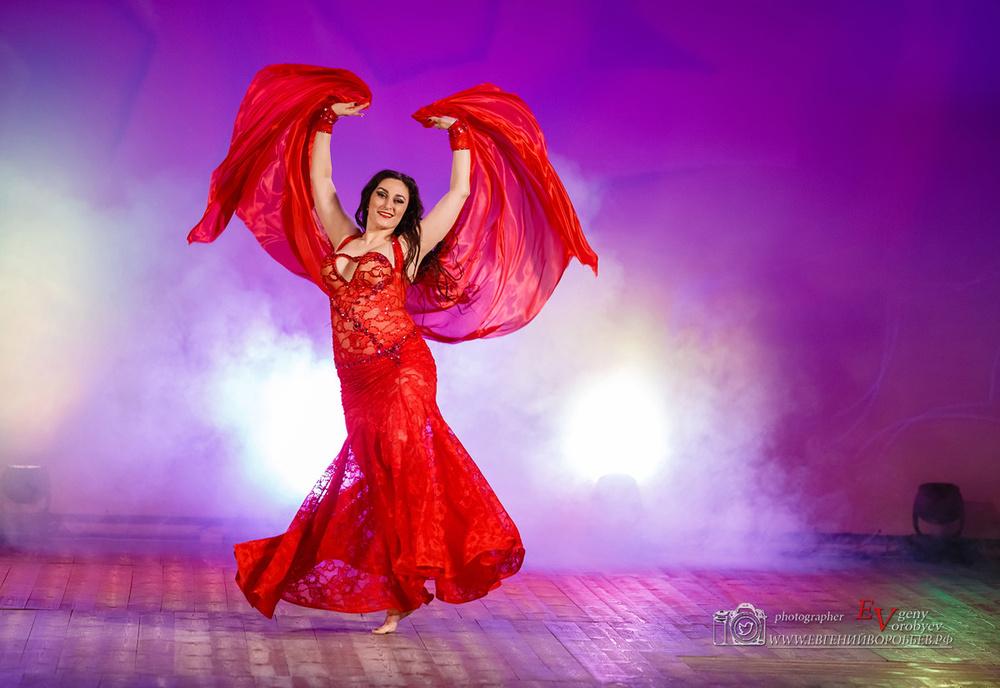 фото красивая девушка танец на пилоне pole dance красноярск