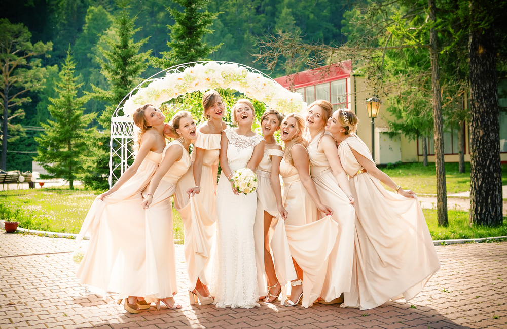 Свадебная церемония Красноярск фотограф фотосессия красивая невеста жених подружки невесты платье