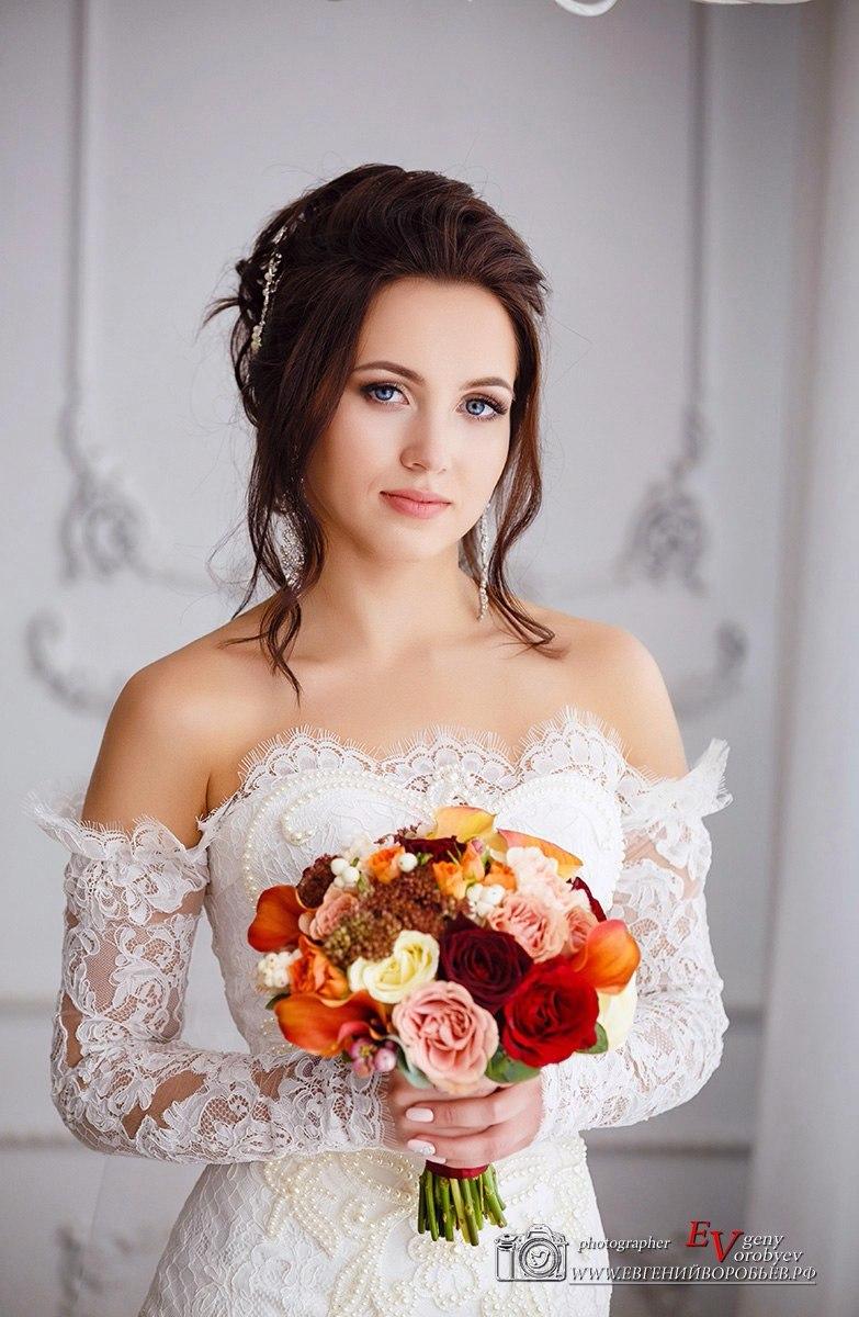 лучший свадебный фотограф фотосессия Красноярск невеста платье букет