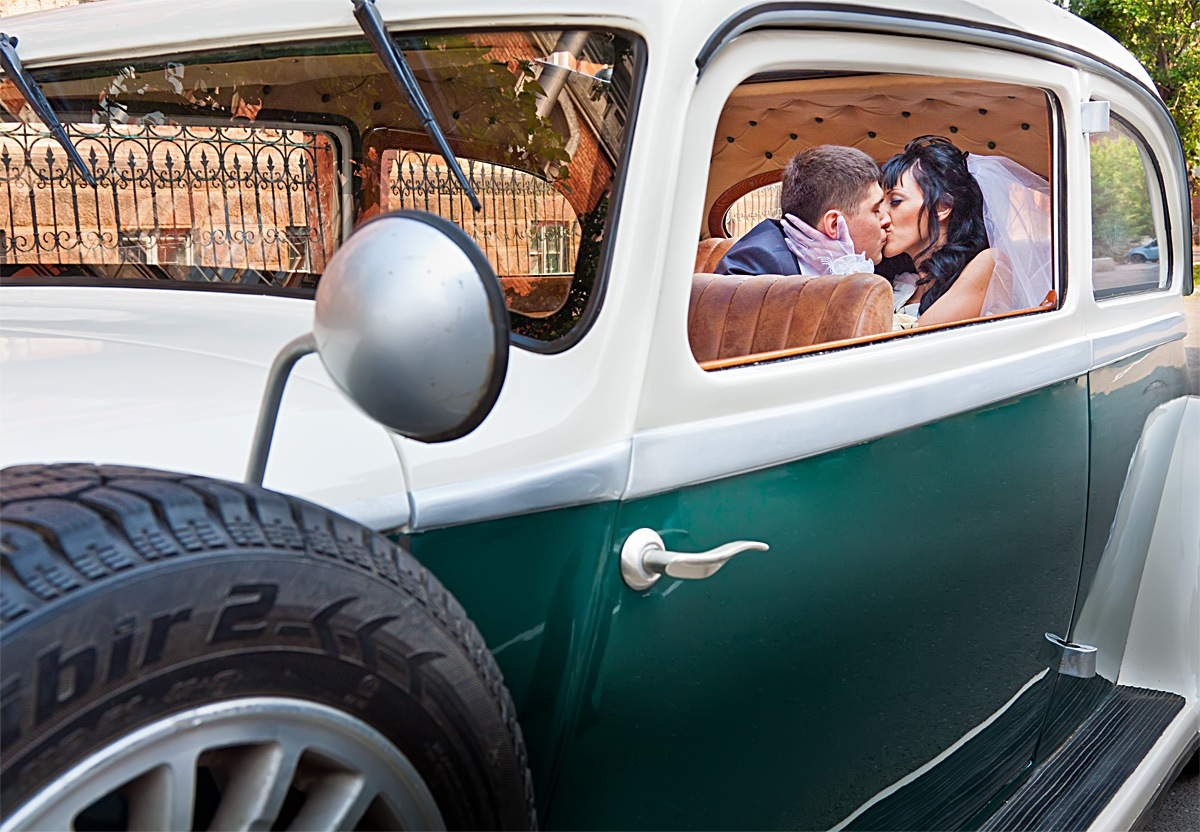 Свадебное фото фотограф в Красноярске красивые места идея платье визажист ретро автомобиль