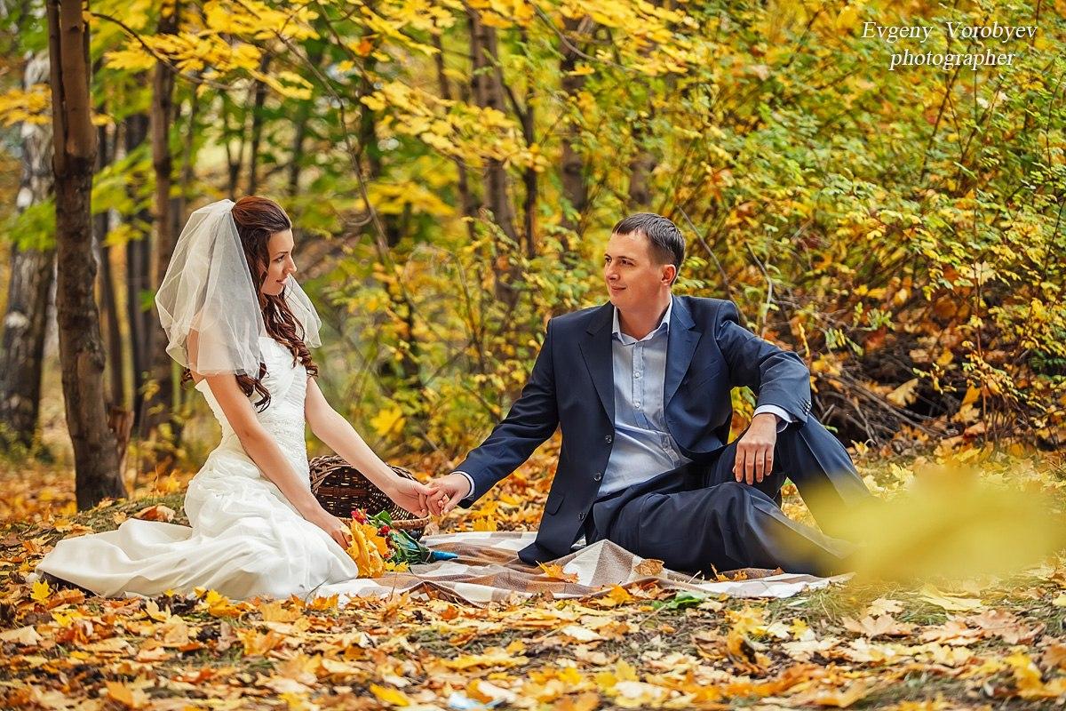Осенняя свадьба свадебный фотограф Красноярск фотосессия места идея академгородок парк клен природа
