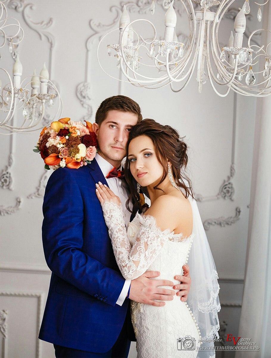 лучший свадебный фотограф фотосессия Красноярск костюм жениха невеста платье букет