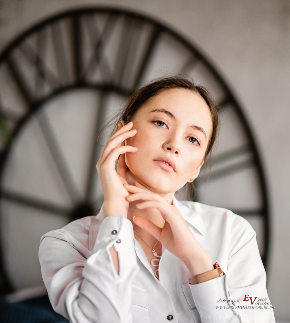фотосессия Красноярск фотограф фотостудия портрет девушки женский прическа макияж губы