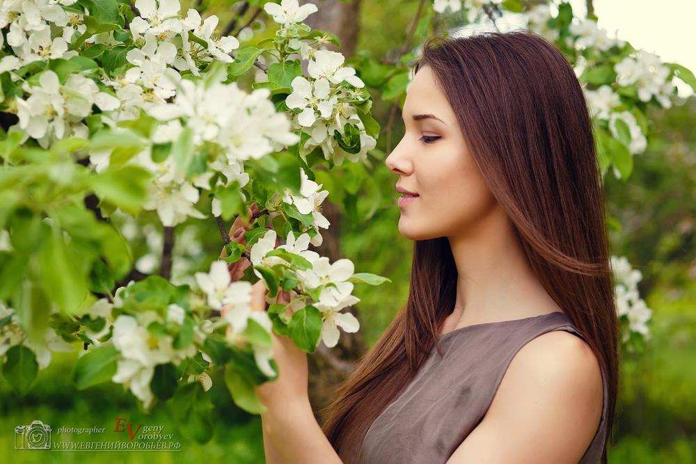 фото на природе фотосессия Красноярск яблоня весна места цветы улыбка