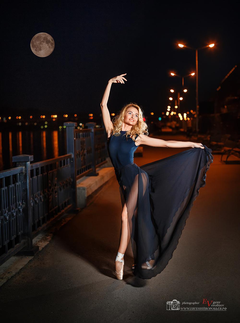 красивое место фотосессия Красноярск девушка набережная ночь фотограф идея