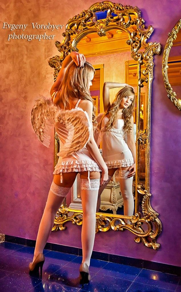 девушка эротика ангел зеркало фотограф Красноярск обнаженная белье идея образ