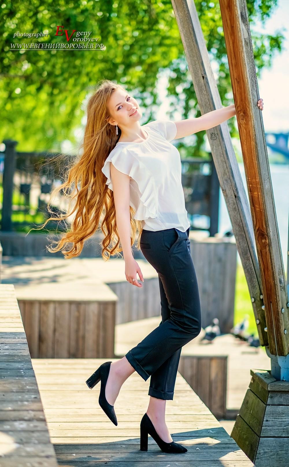 фотосессия фотограф Красноярск красивая девушка набережная Енисея Татышев парк