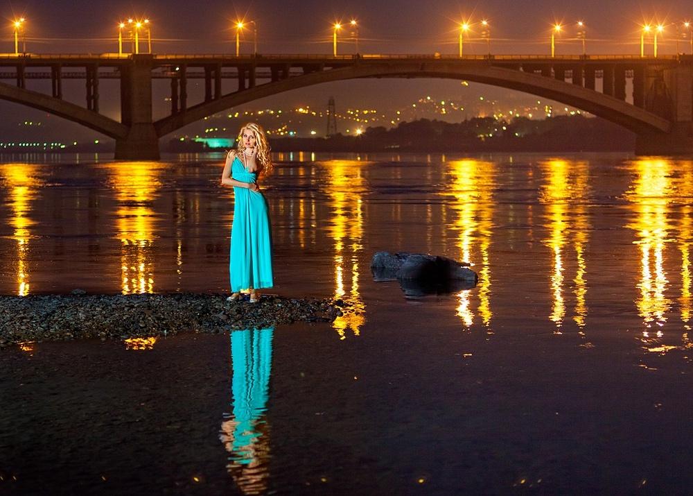 Красноярск девушка красивое место фотосессия идея река енисей ночь