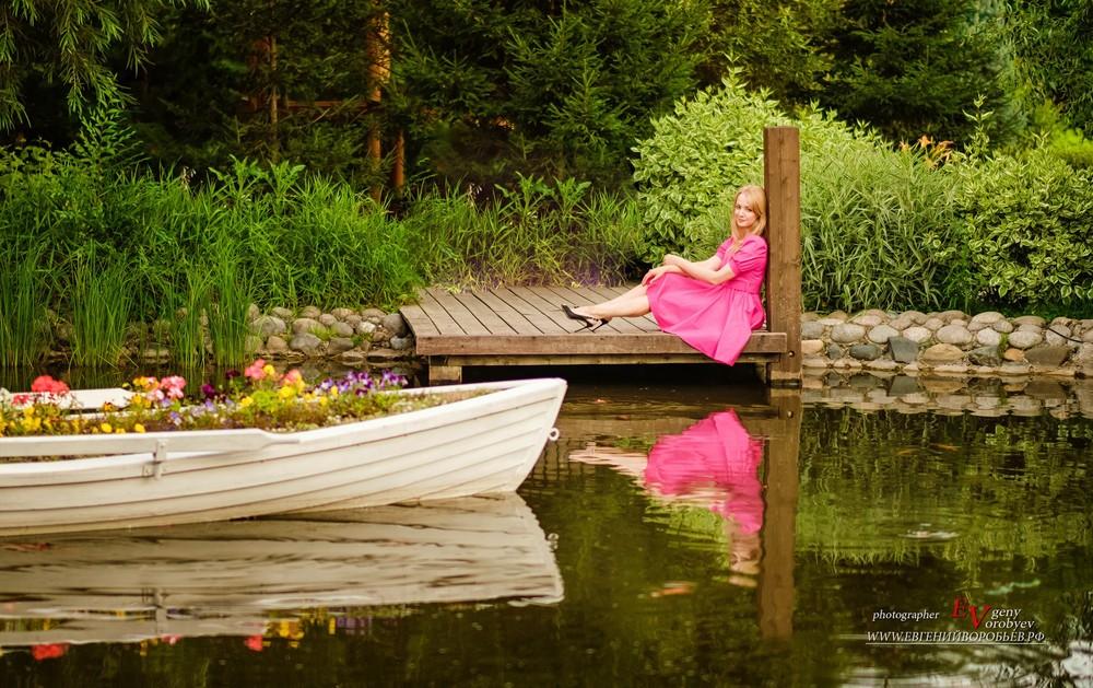 фотограф фотосессия в Красноярске красивая девушка парк сады мечты платье прическа макияж визажист