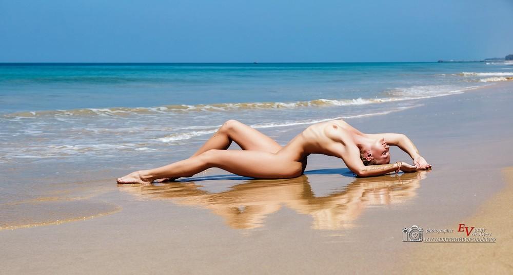 фотограф на пхукете эротическая фотосессия девушка море пляж грудь обнаженная