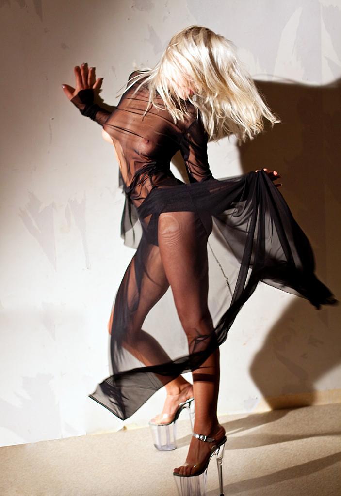 фото обнаженной девушки ню эротика голая грудь сексуальная красивая попа танец туфли Красноярск идея