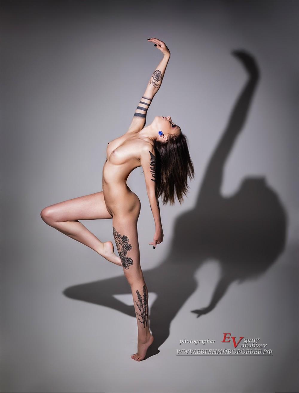 эротическая фотосессия ню фотограф красноярск интимная обнаженная девушка грудь  соски голая попа