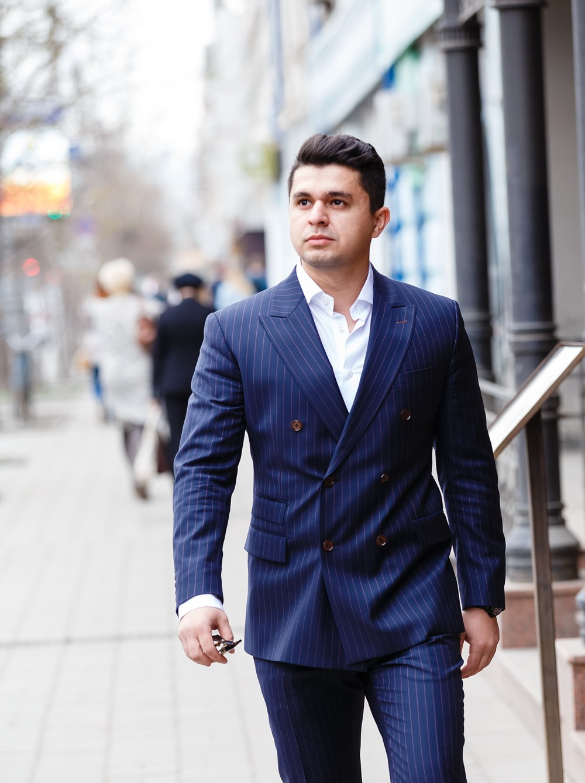 мужская фотосессия мужской портрет фотограф Красноярск мужчина модель мода поза пример идея как