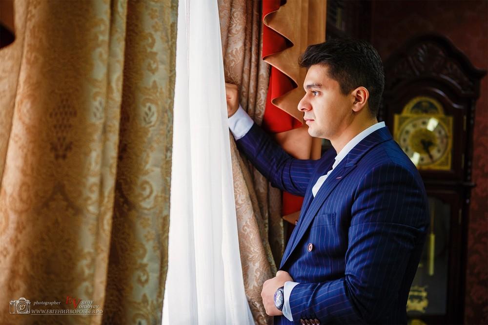 мужская фотосессия мужской портрет фотограф Красноярск мужчина модель мода поза пример идея место