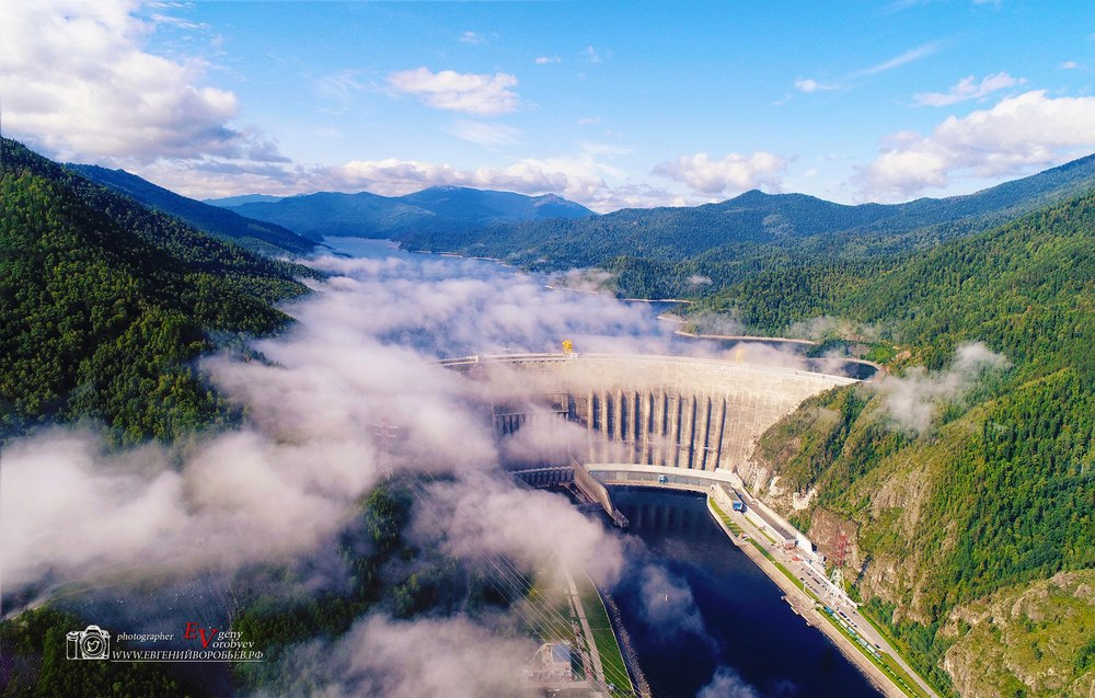 Промышленная индустриальная фотосъемка фотограф Красноярск ГЭС Енисей облака русгидро