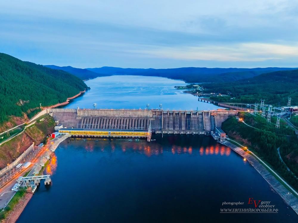 Промышленная индустриальная фотосъемка фотограф Красноярск ГЭС Енисей русгидро плотина квадрокоптер