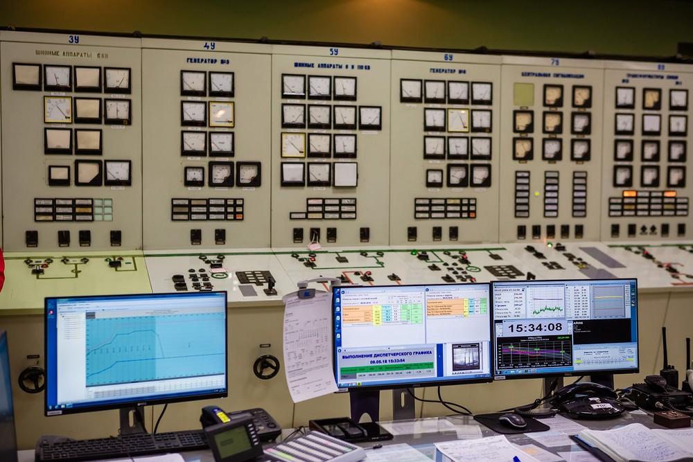 Промышленная индустриальная фотосъемка фотограф Красноярск ГЭС Енисей русгидро пульт управлен