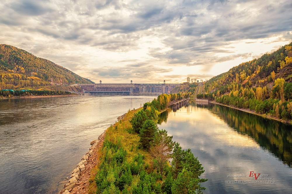 ГЭС гидроэлектростанция Красноярская Енисей Саяно Шушенская река плотина путешествие Россия туризм