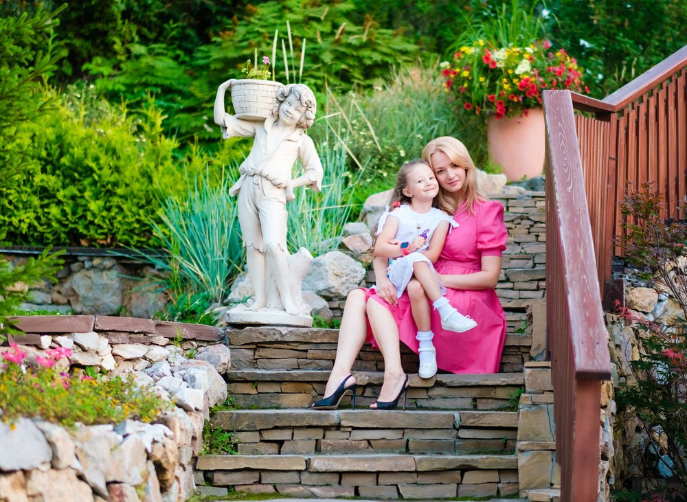 семейная детская фотосессия фотограф в Красноярске красивая парк сады мечты место идея