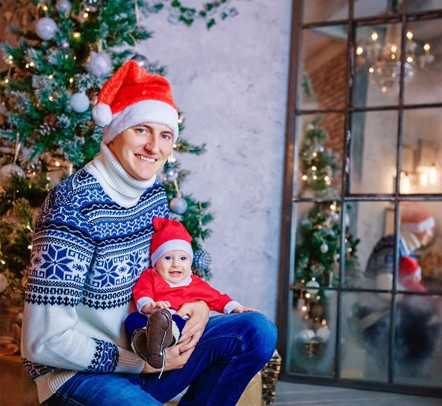 новогодняя семейная детская фотосессия фотограф Красноярск папа мама ребенок образ лук идея