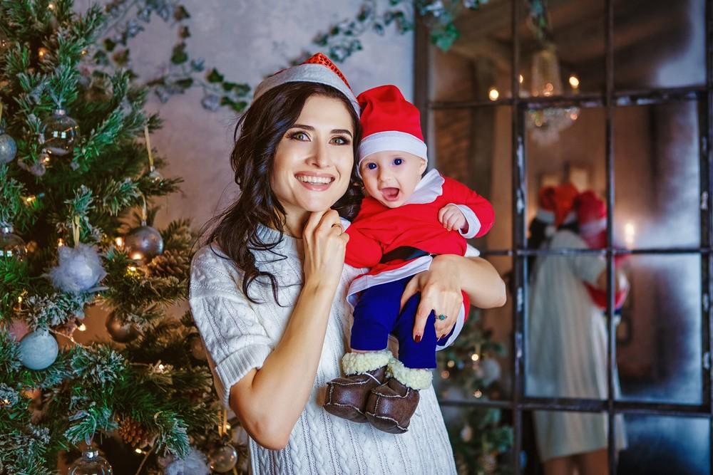 новогодняя семейная детская фотосессия фотограф Красноярск образ мама ребенок идея фотосудия пример