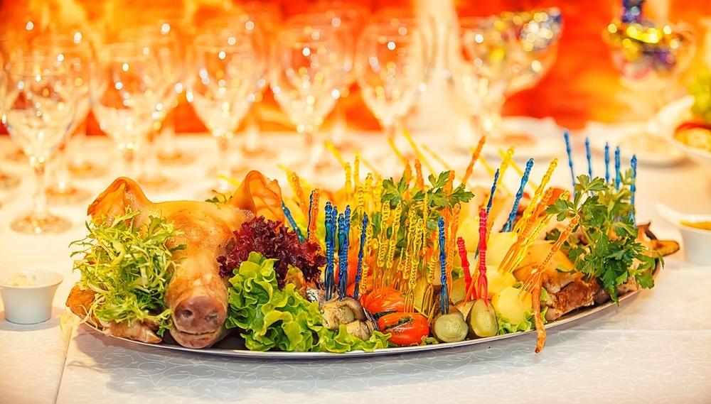 предметная фото съемка еды Красноярск фотограф меню ресторан кафе блюдо мясо молочный поросенок