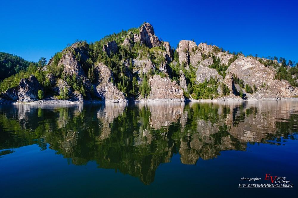 Красноярское море Бирюса красивый пейзаж гора скала Енисей водохранилище каменный город