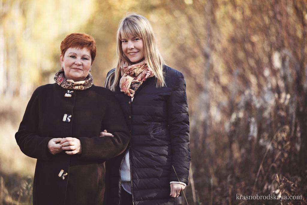 ПОРТРЕТЫ - Anna and her Mother - Фотосессия  от семейных фотографов Краснобродских Осенней прогулки Аня и Мама в Екатеринбурге