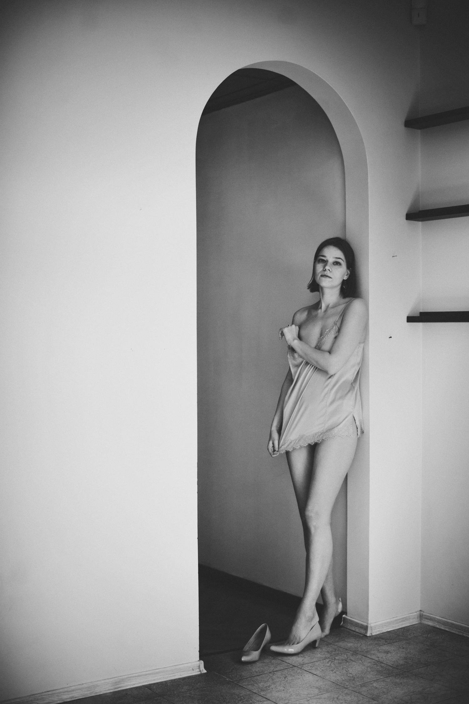 Таня. Ню. Чб. (18+)