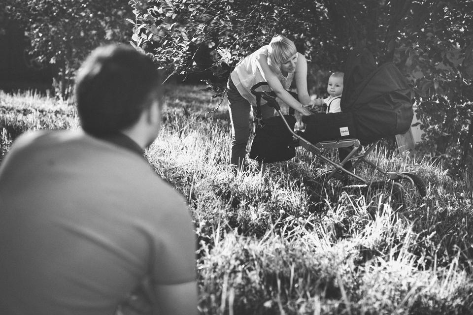 семейная фотосессия в летнем саду