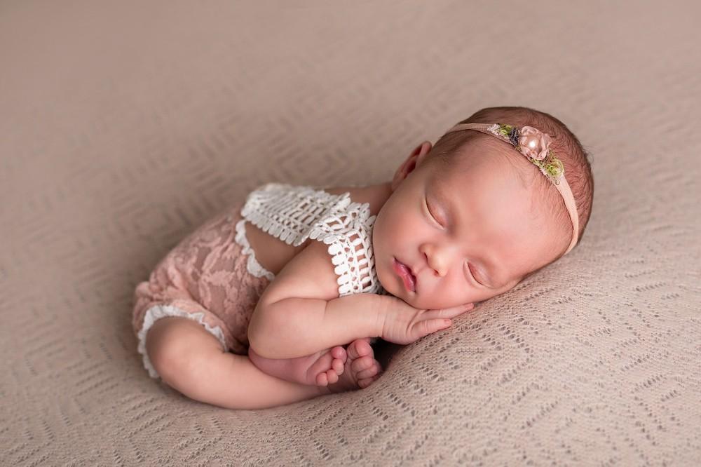 новорожденная девочка, подарок на выписку, фотограф на выписку, детский фотограф воронеж, ньюборн
