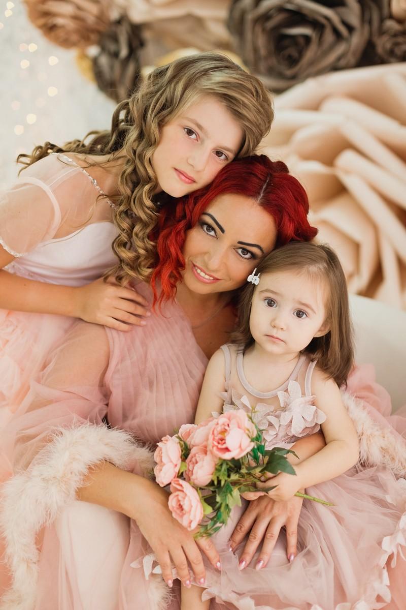 Лейла, Эвелина, Мила