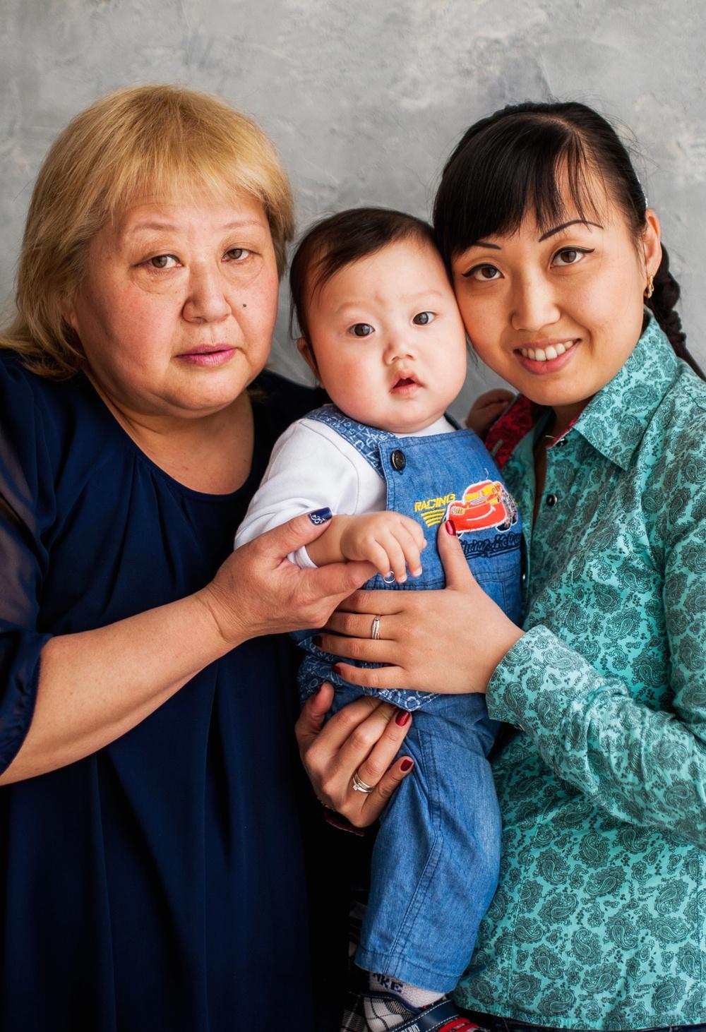 Максим с мамой и бабушкой