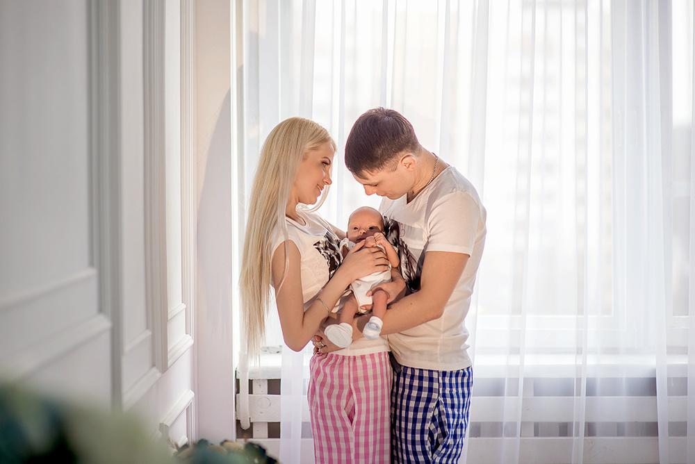 Семейные фотосессии - Аист принес