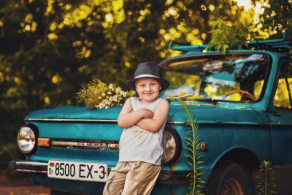 Детская фотосессия - Ромка и мерс!
