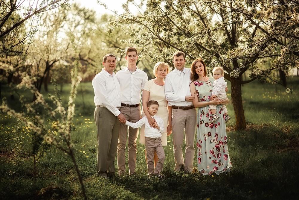 Семейные фотосессии - Алёна и семья в садах