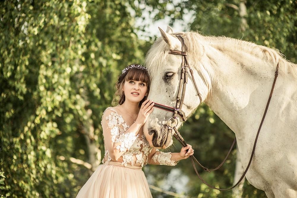 Женские портреты - Татьяна и лошадь
