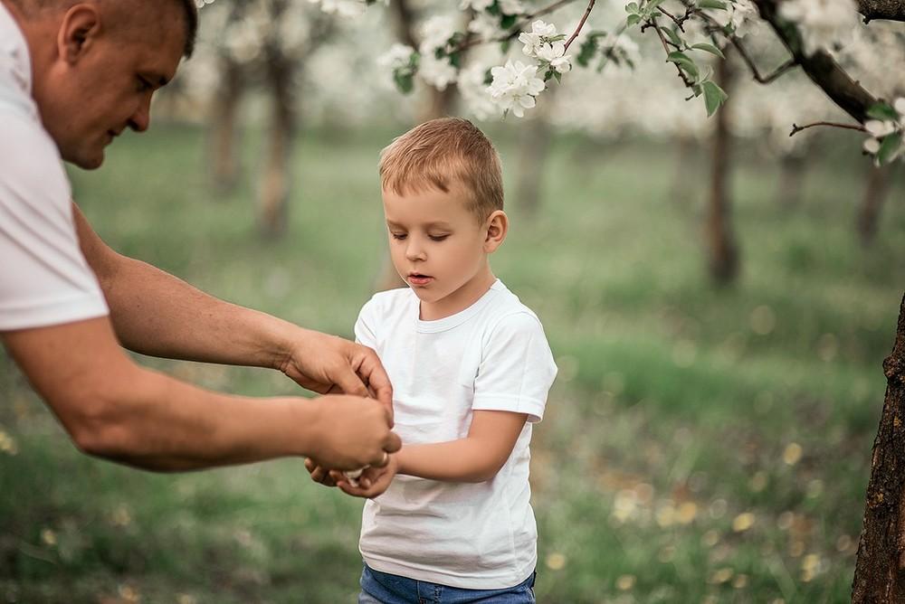 Семейные фотосессии - Марина с семьёй в цветущих садах