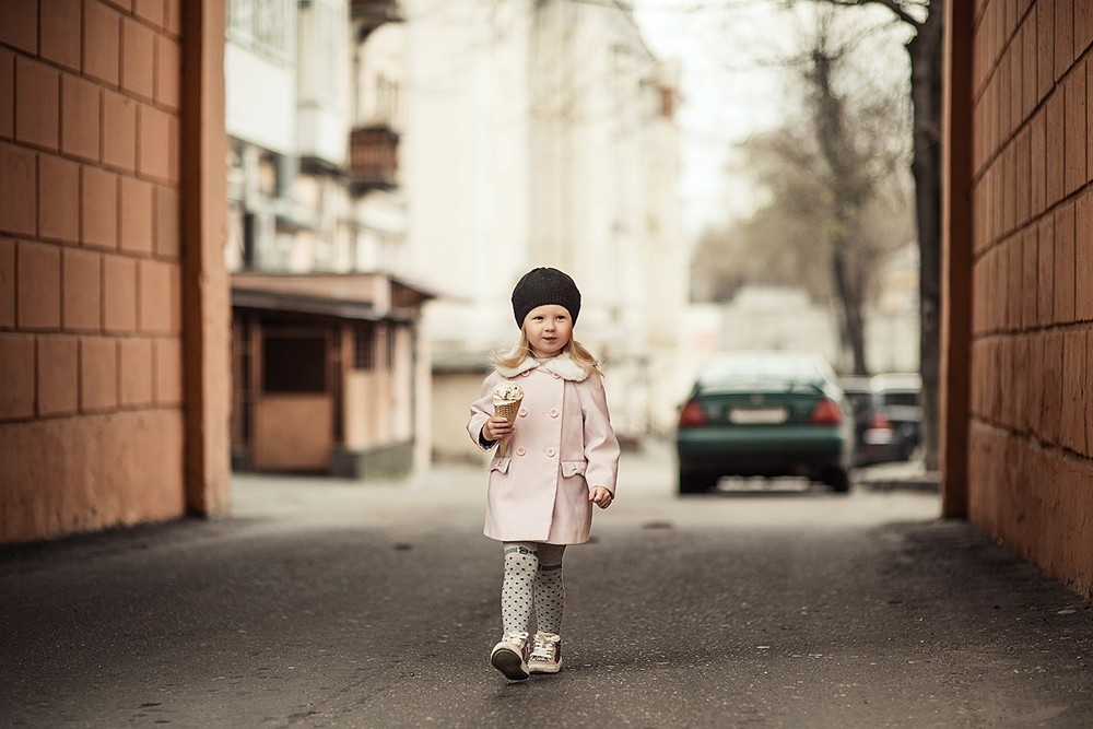 Детская фотосессия - Элина и мороженое