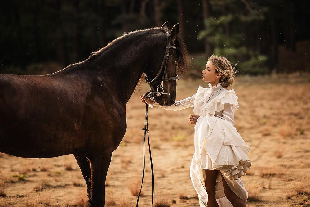 Женские портреты - С лошадью