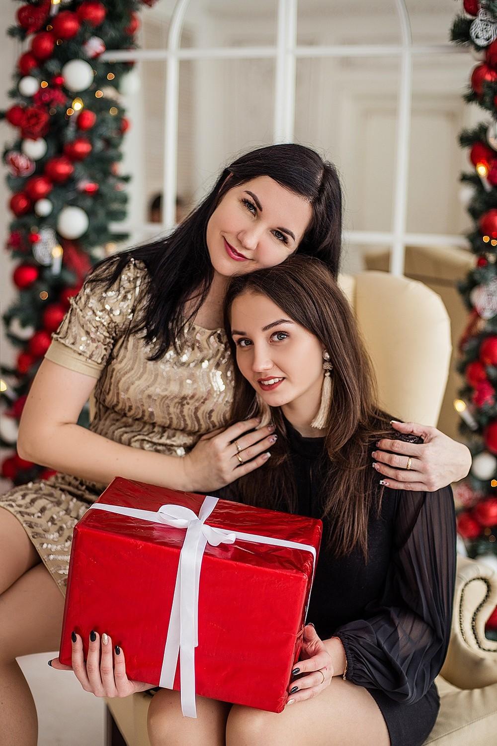 Новогодние серии - Ирина и семья
