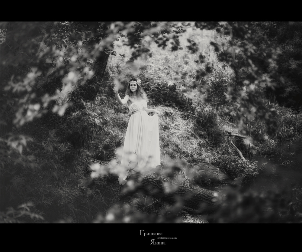 Женские портреты - У реки